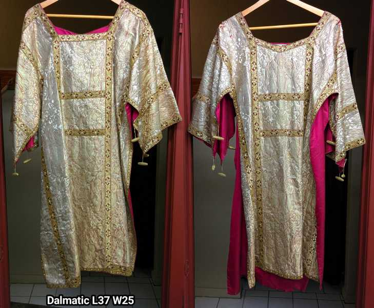Gold-Brocade-Dalmatic-Angels-1012GoDm